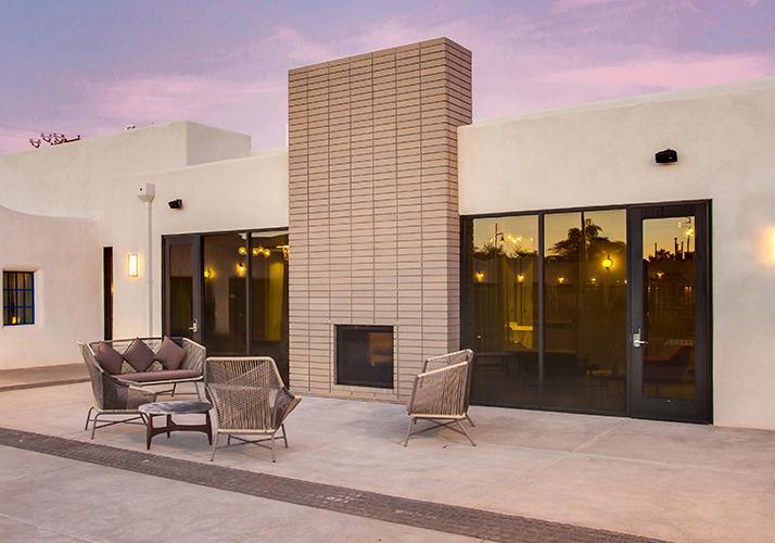 El Vado Motel Plaza outdoor sitting area